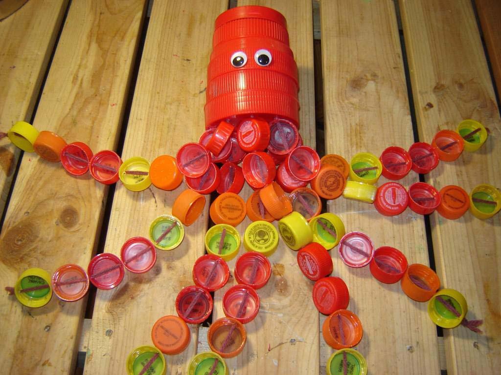 Поделки из пробок от пластиковых бутылок с