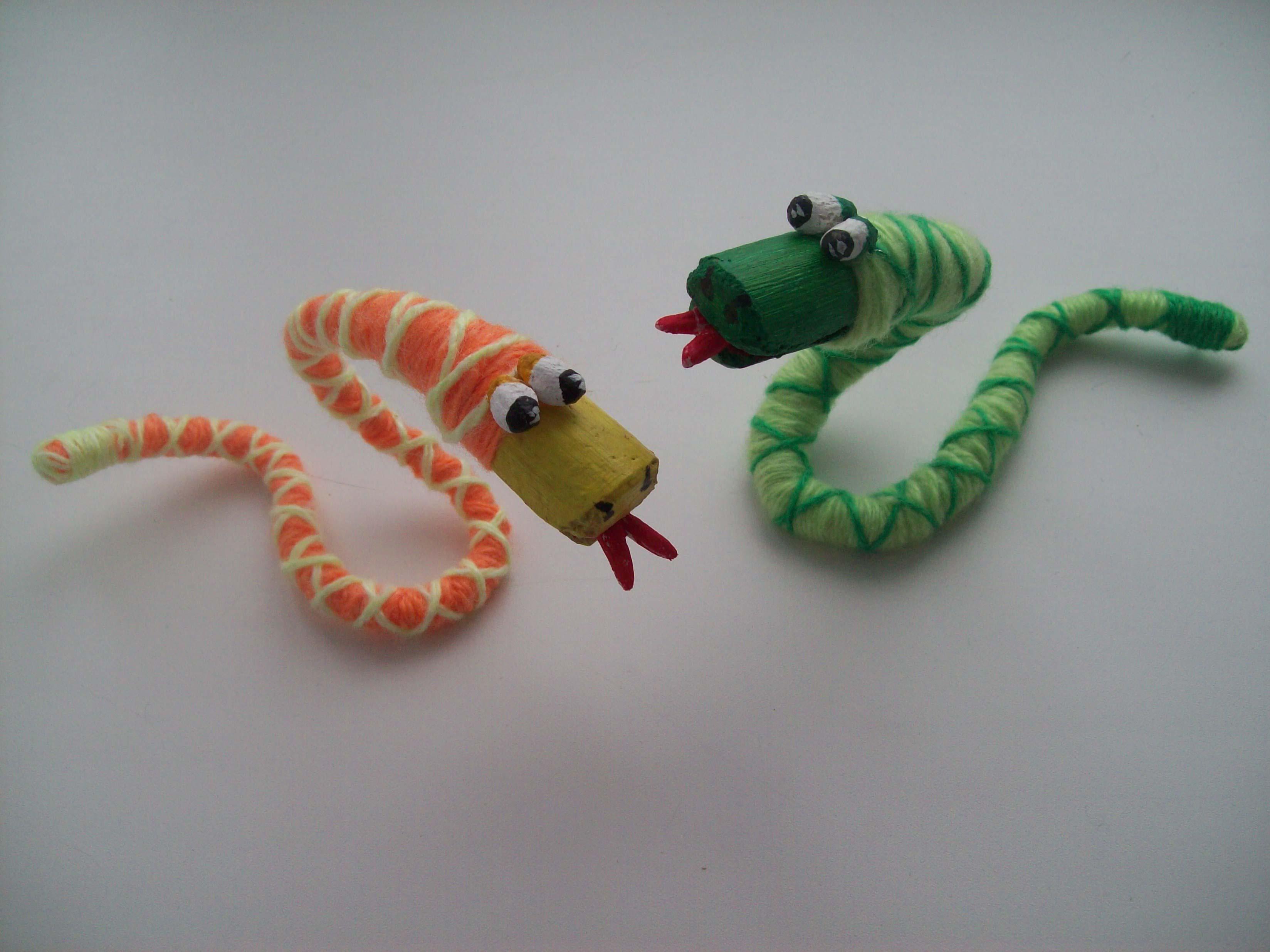 Змея из природных материалов своими руками
