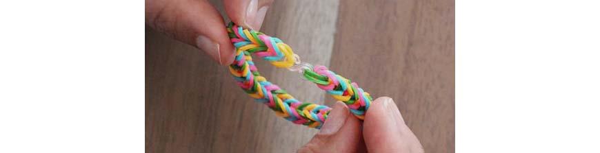 плетение резинок - браслет на пальцах