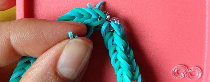 плетение резинок на рогатке - шаг десятый