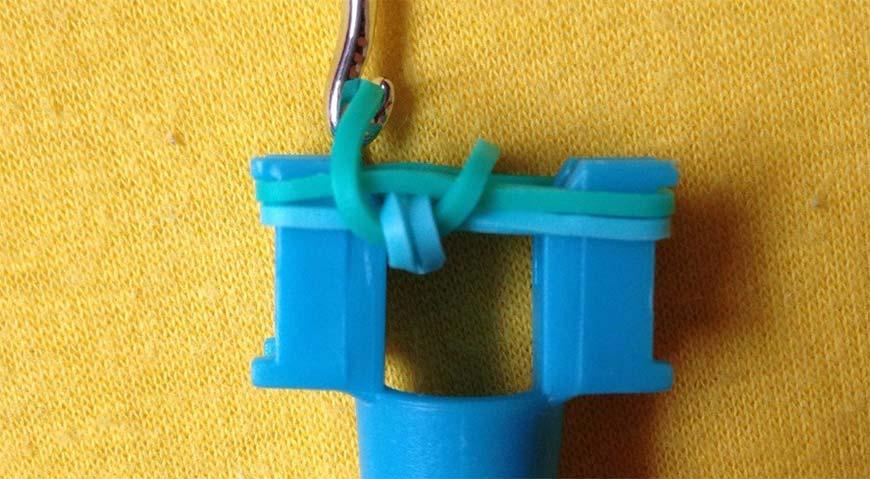 плетение резинок на рогатке - шаг девятый