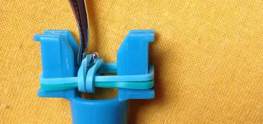 плетение резинок на рогатке - шаг шестой