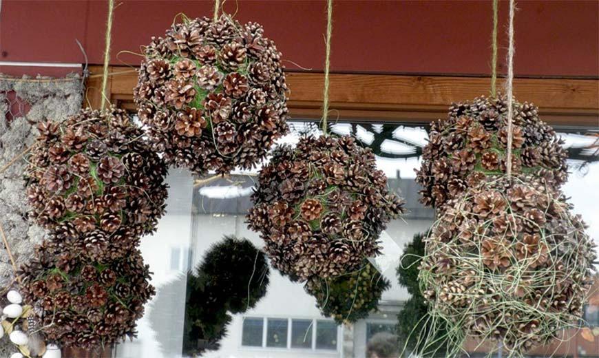 подвесные шары из шишек