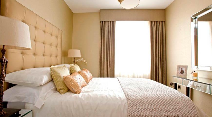 светлый вариант спальни